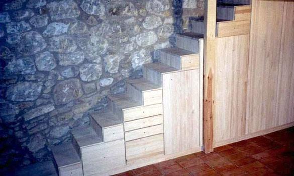 Escalera con armario integrado