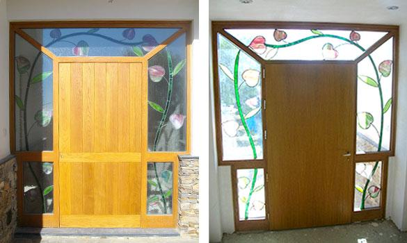 Puerta con marco vidriera