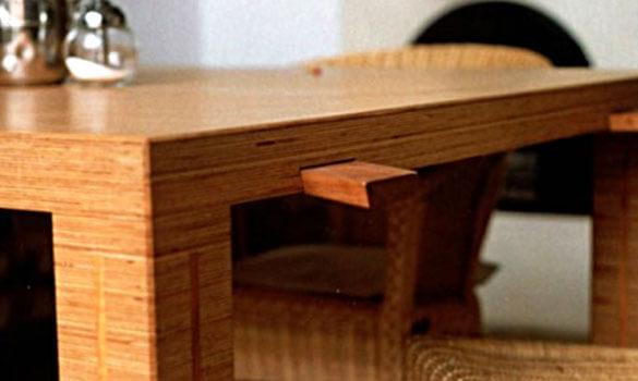 Mesa de madera chapada