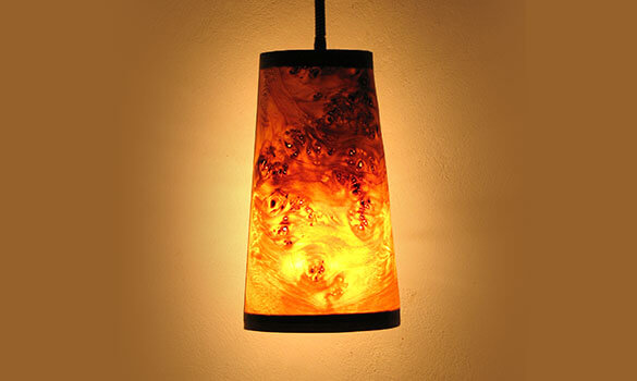 Wandlamp in poplar wood (Mapa Burl)